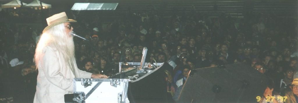 PHOTO - Leon Russel, Framingham Blues Festival, (c)1997 Randy M. Harris, all rights reserved.