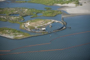 PHOTO - Booms to stop oil from Deepwater Horizon spill set near bird sanctuary